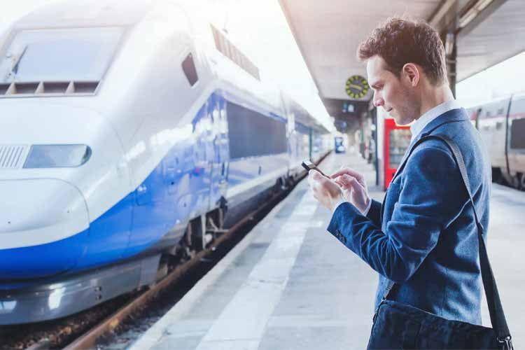 Falls ein Zug ausfällt - lassen sich über Google Sprachbefehle schnell neue Routen finden