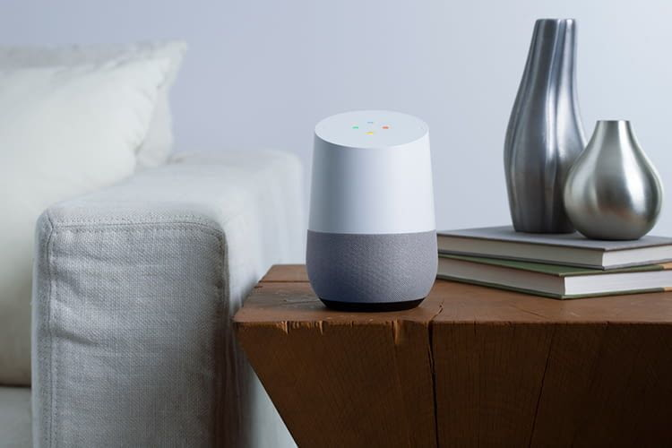 Googles erster intelligenter Lautsprecher Google Home erinnerte mit seinem Design an eine Vase