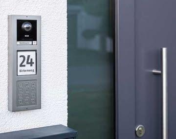 ABUS ModuVis ist eine modulares Türsprechsystem, das sich je nach Bedarf erweitern lässt
