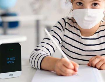 Der CO2-Warnmelder ABUS AirSecure hilft, die Infektionsgefahr in Innenräumen zu verringern